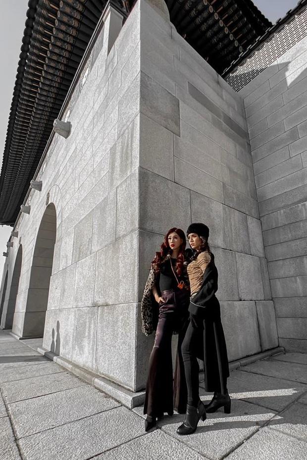 Chị chị em em BB Trần - Hải Triều: Giả gái đỉnh cao, thần thái sang chảnh ngút ngàn trên đường phố Hàn Quốc - Ảnh 1.