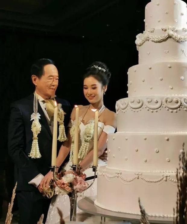 Sau mấy chục năm độc thân chú rể đại gia mới thoát ế nhờ cưới được vợ trẻ hơn 50 tuổi, nhan sắc cô dâu gây chú ý - Ảnh 3.