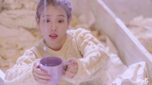 Sốc: chuyện tình xuyên thời gian trong MV IU đã được viết kịch bản từ 7 năm trước, loạt tình tiết ẩn hé lộ sẽ còn phần kết vào ngày 31/12? - Ảnh 14.