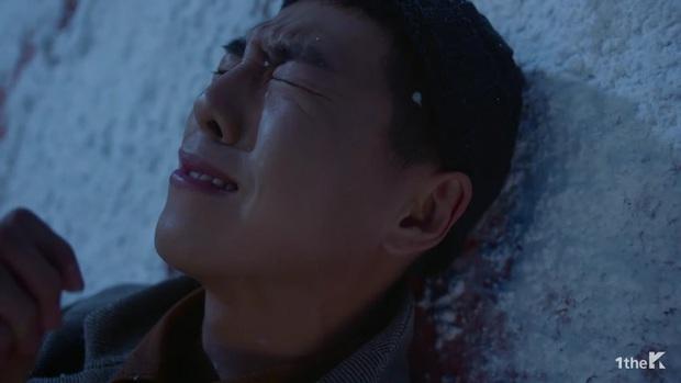 Sốc: chuyện tình xuyên thời gian trong MV IU đã được viết kịch bản từ 7 năm trước, loạt tình tiết ẩn hé lộ sẽ còn phần kết vào ngày 31/12? - Ảnh 23.