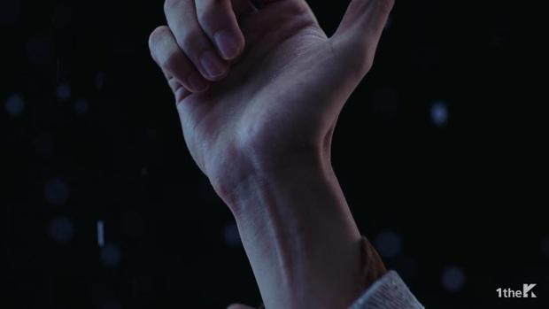Sốc: chuyện tình xuyên thời gian trong MV IU đã được viết kịch bản từ 7 năm trước, loạt tình tiết ẩn hé lộ sẽ còn phần kết vào ngày 31/12? - Ảnh 22.