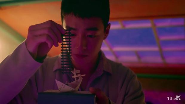 Sốc: chuyện tình xuyên thời gian trong MV IU đã được viết kịch bản từ 7 năm trước, loạt tình tiết ẩn hé lộ sẽ còn phần kết vào ngày 31/12? - Ảnh 7.