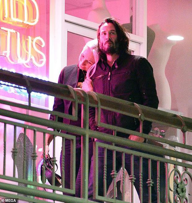Tài tử Ma trận Keanu Reeves công khai bạn gái, Sandra Bullock sẽ tự tổ chức lễ đính hôn cho chính tình cũ? - Ảnh 2.