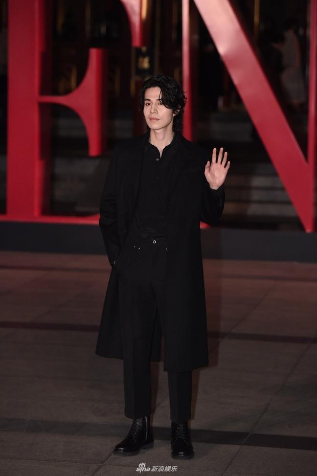 Thần chết Lee Dong Wook để tóc dài và diện quần áo Mickey, dân tình dụi mắt 7 lần mới nhận ra người quen - Ảnh 3.
