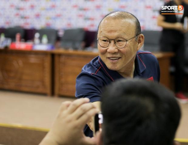 Thầy Park bị nhắc khéo sau khi kỳ phùng địch thủ ở tuyển Thái Lan đồng ý giảm nửa lương vì Covid-19 - Ảnh 1.