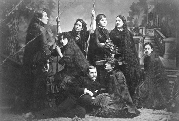 Bi kịch của 7 chị em tạo nên xu hướng tóc dài ở Mỹ và làm ra khối tài sản khủng nhờ mái tóc hôi thối từng bị mọi người xa lánh - Ảnh 2.