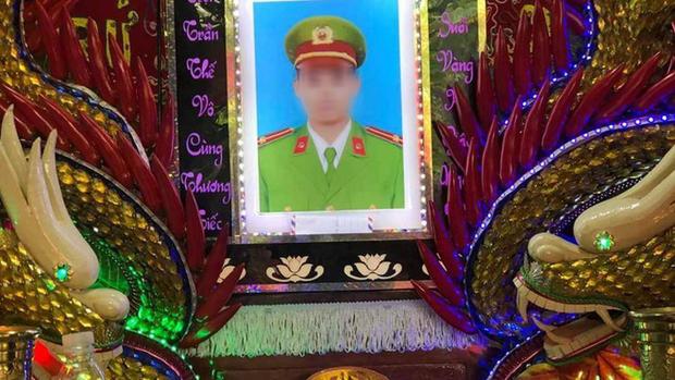 Trung úy công an tử vong khi truy bắt trộm: Nhói lòng cảnh con nhỏ mất cha - Ảnh 1.