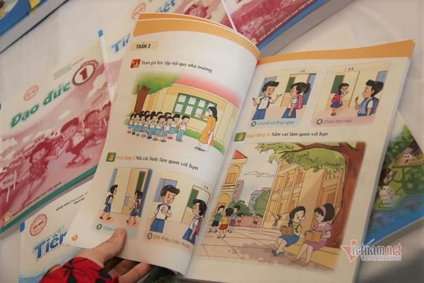 Bộ Giáo dục công bố các bộ sách giáo khoa lớp 1 mới vào ngày 22/11 - Ảnh 1.