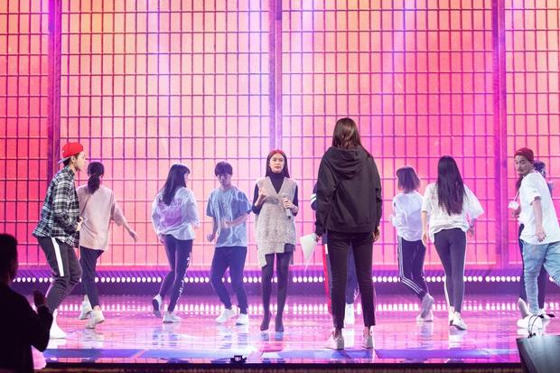 Trước thêm ABU Song Festival, Hoàng Thùy Linh diễn tập cùng 100% vũ công người Nhật, ca khúc được khán giả trông đợi đã được hé lộ! - Ảnh 3.