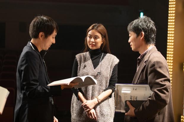 Trước thêm ABU Song Festival, Hoàng Thùy Linh diễn tập cùng 100% vũ công người Nhật, ca khúc được khán giả trông đợi đã được hé lộ! - Ảnh 11.