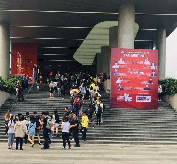 Dàn siêu trí tuệ quốc tế và Việt Nam bất ngờ hội ngộ khiến fan Việt vỡ òa - Ảnh 1.
