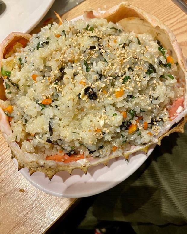 Đến chợ hải sản lớn nhất Seoul ăn cua hoàng đế mà mải mặc cả quá, mãi sau Kỳ Duyên mới phát hiện ra chú cua đã bị rụng mất một chân - Ảnh 7.