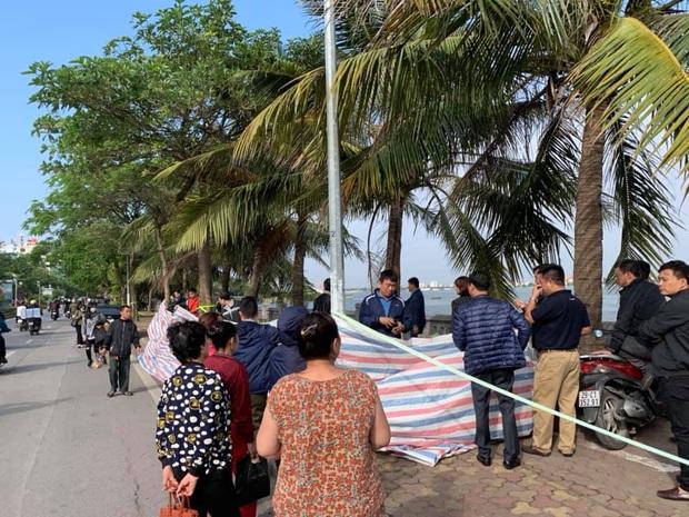 Hà Nội: Kinh hoàng phát hiện thi thể người phụ nữ nổi trên hồ Tây - Ảnh 2.