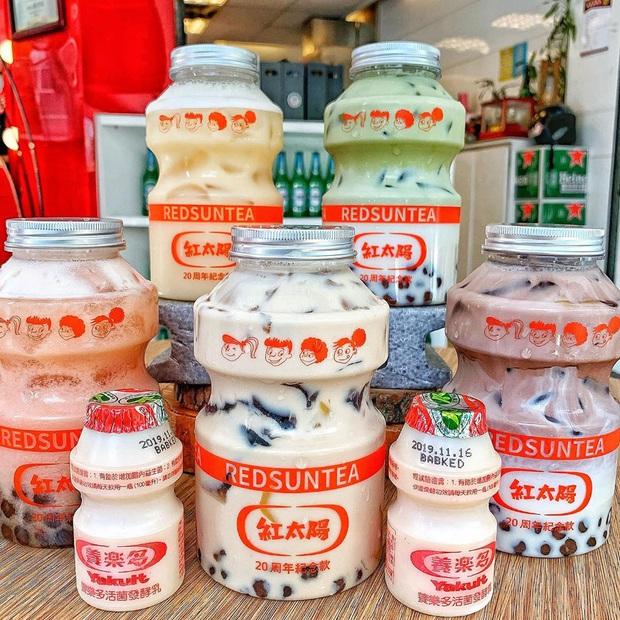 Tín đồ trà sữa phát cuồng với phiên bản đặc biệt hình lọ sữa chua uống siêu to khổng lồ có dung tích lên đến 700ml tại Đài Nam - Ảnh 1.