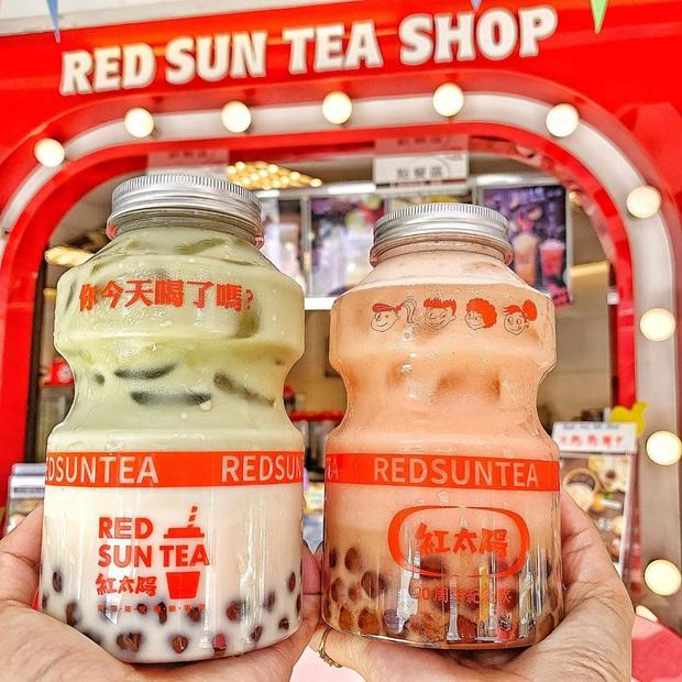 Tín đồ trà sữa phát cuồng với phiên bản đặc biệt hình lọ sữa chua uống siêu to khổng lồ có dung tích lên đến 700ml tại Đài Nam - Ảnh 9.