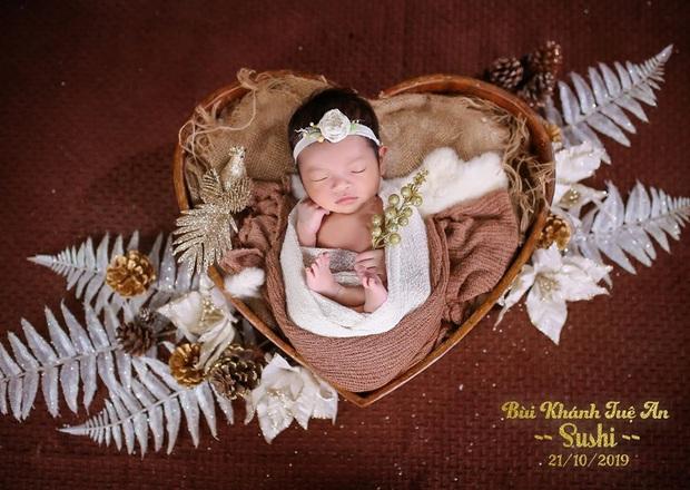 Vợ chồng Bùi Tiến Dũng chính thức công khai diện mạo con gái nhỏ cực dễ thương, tiết lộ luôn tên thật của bé - Ảnh 1.