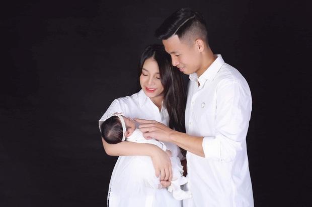 Vợ chồng Bùi Tiến Dũng chính thức công khai diện mạo con gái nhỏ cực dễ thương, tiết lộ luôn tên thật của bé - Ảnh 3.