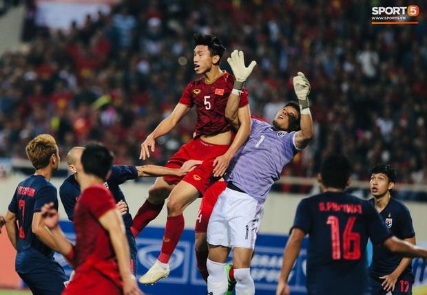 Thủ môn Thái Lan va chạm với Văn Hậu: Việt Nam rất mạnh, tất cả các cầu thủ Việt Nam đều nguy hiểm - Ảnh 1.