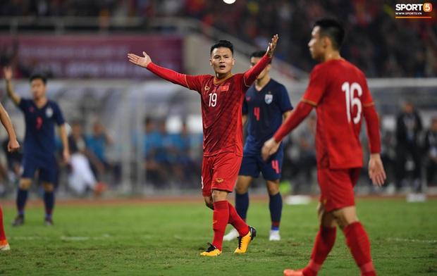 Trọng tài hết đẹp trai, gây khó hiểu với những quyết định cực bất lợi cho Việt Nam trước Thái Lan - Ảnh 5.
