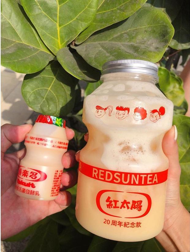 Tín đồ trà sữa phát cuồng với phiên bản đặc biệt hình lọ sữa chua uống siêu to khổng lồ có dung tích lên đến 700ml tại Đài Nam - Ảnh 7.