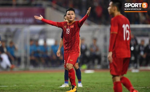 Bất bại trước Thái Lan, tuyển Việt Nam giữ vững ngôi đầu bảng và đẩy người Thái xuống vị trí thứ 3 - Ảnh 1.