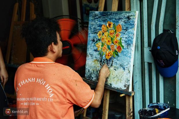 Lớp hội họa không thanh âm, không học phí ở Sài Gòn: Dạy nghề dạy cả cách sẻ chia với đời - Ảnh 4.