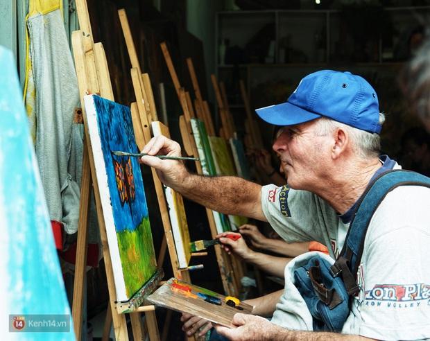 Lớp hội họa không thanh âm, không học phí ở Sài Gòn: Dạy nghề dạy cả cách sẻ chia với đời - Ảnh 6.