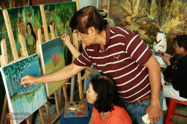 Lớp hội họa không thanh âm, không học phí ở Sài Gòn: Dạy nghề dạy cả cách sẻ chia với đời - Ảnh 3.