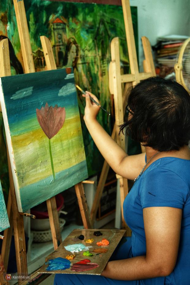 Lớp hội họa không thanh âm, không học phí ở Sài Gòn: Dạy nghề dạy cả cách sẻ chia với đời - Ảnh 7.