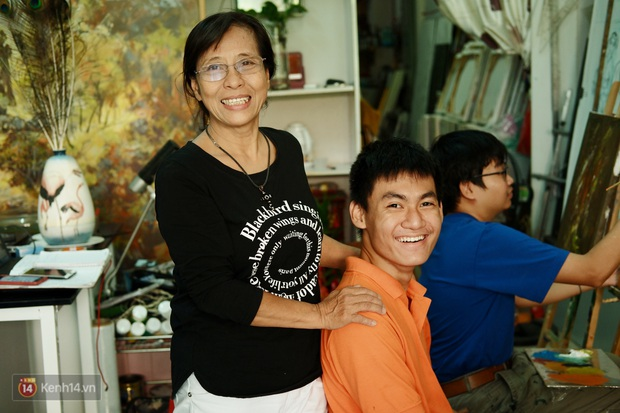 Lớp hội họa không thanh âm, không học phí ở Sài Gòn: Dạy nghề dạy cả cách sẻ chia với đời - Ảnh 5.