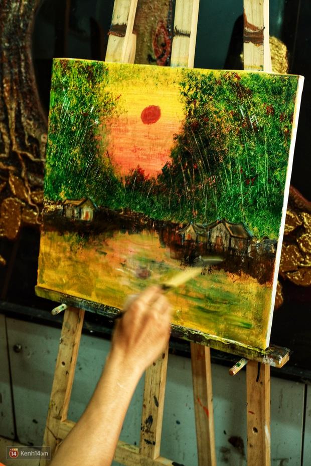 Lớp hội họa không thanh âm, không học phí ở Sài Gòn: Dạy nghề dạy cả cách sẻ chia với đời - Ảnh 9.