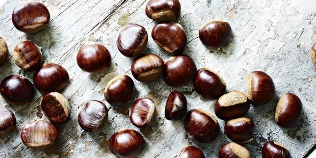 Là món ăn chơi vô cùng quen thuộc vào mùa đông, không ngờ hạt dẻ nóng còn mang lại thêm 5 lợi ích cho sức khỏe - Ảnh 5.