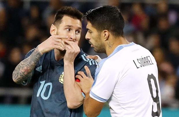 Đối thủ gạ đấm nhau, Messi đáp trả: Bất cứ khi nào mày muốn - Ảnh 2.