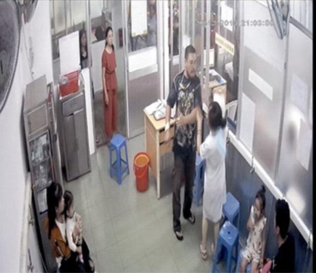 Công an làm việc với người đàn ông đánh nữ điều dưỡng bệnh viện Nhi Đồng 1 gãy xương hàm - Ảnh 1.