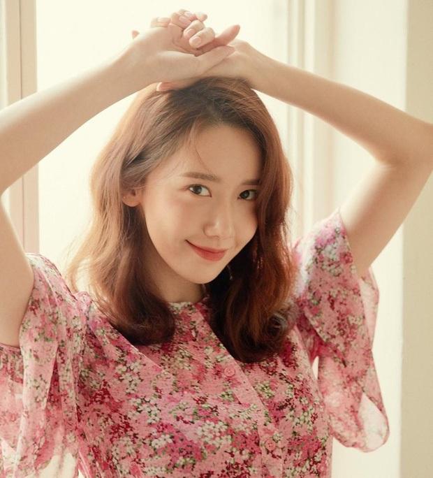 Nhan sắc các nữ thần Hàn qua phản ứng của dàn sao đình đám: GD mê Yoona như điếu đổ, IU mê hoặc cả em út BTS và TWICE - Ảnh 1.