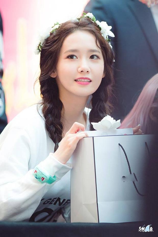 Nhan sắc các nữ thần Hàn qua phản ứng của dàn sao đình đám: GD mê Yoona như điếu đổ, IU mê hoặc cả em út BTS và TWICE - Ảnh 2.