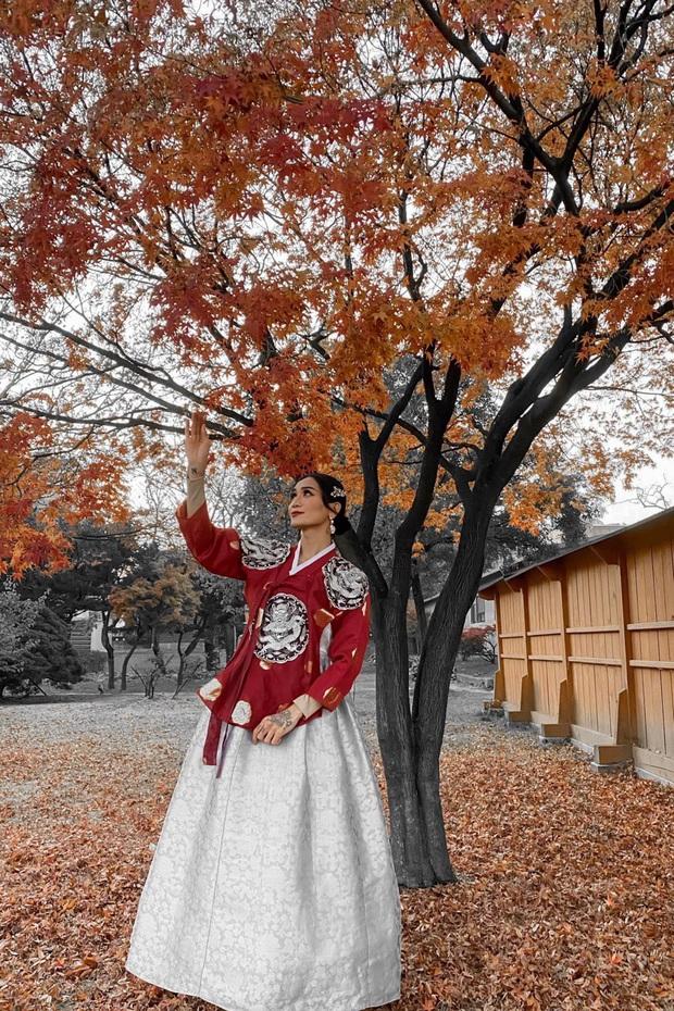 BB Trần diện Hanbok cực thần thái, sẵn sàng tiến cung ở Hàn Quốc: Đẹp thế này liệu có thể tranh sủng làm Hoàng hậu? - Ảnh 1.