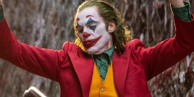 Lộ diện fan hâm mộ quyền lực nhất của nhà DC - Tổng thống Donald Trump: Chiếu luôn Joker trong Nhà Trắng! - Ảnh 2.