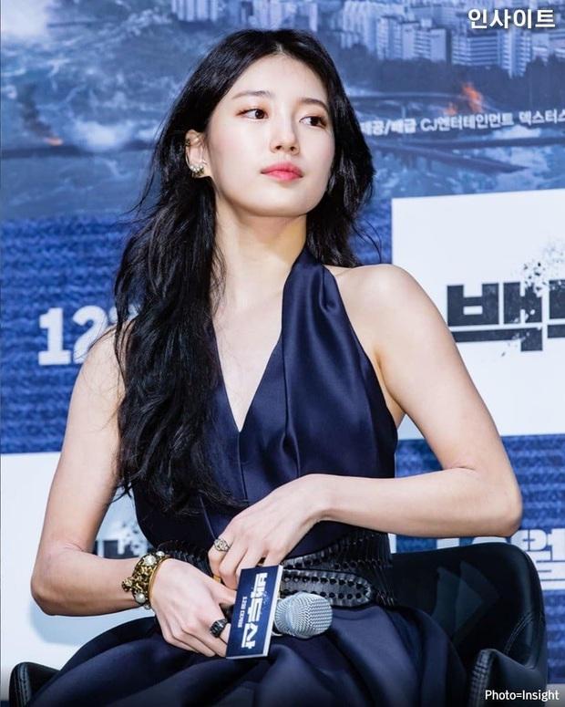 Sau lần hở bạo với váy 2 dây, Suzy trở về style kín đáo, khâu váy 140 triệu để che vòng một kín bưng - Ảnh 4.
