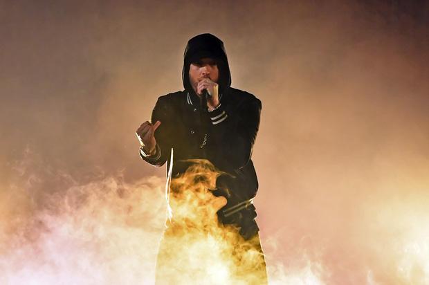 5 lần sao showbiz đại chiến tung trời với Apple: Xéo xắt nhất vẫn là Taylor Swift hét ra lửa! - Ảnh 1.