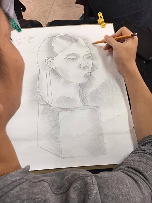 Sinh viên Mỹ thuật trổ tài vẽ mẫu vật nhưng khác xa một trời một vực, giáo viên nhìn thấy liền cho ngay 0 điểm - Ảnh 3.