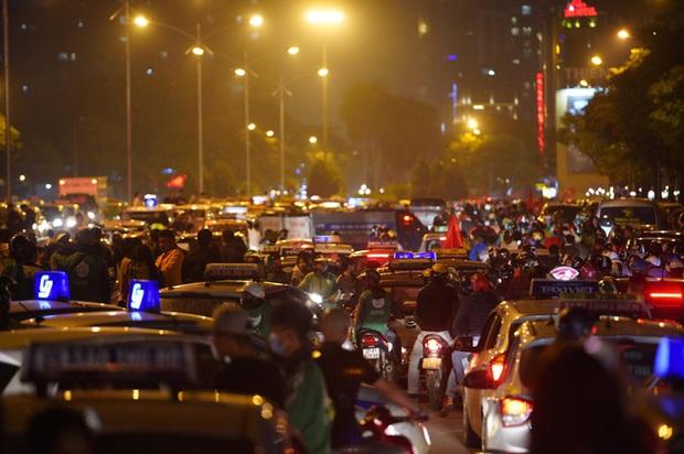 TP.HCM: Cấm xe tại nhiều tuyến đường trung tâm để người dân tham gia cổ vũ ĐT Việt Nam - Ảnh 1.