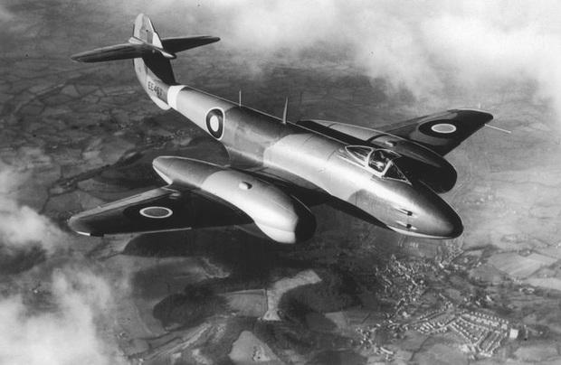 """""""Lão nông"""" Pháp gây bất ngờ với bộ sưu tập máy bay chiến đấu khủng - Ảnh 1."""
