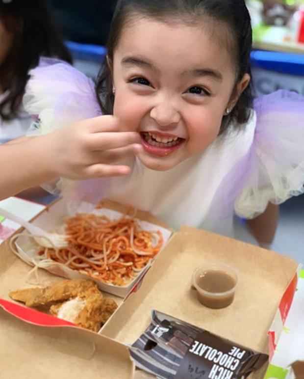 Con gái mỹ nhân đẹp nhất Philippines Marian Rivera ngộ nghĩnh đáng yêu trong tiệc sinh nhật sớm - Ảnh 1.
