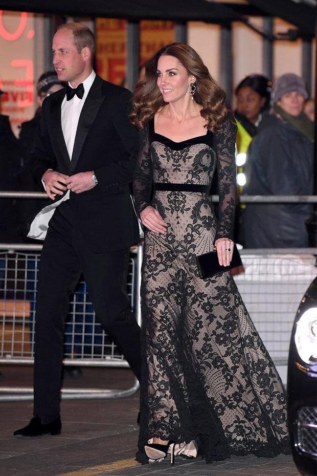 Xúng xính váy ren tưởng hở mà kín, Công nương Kate siêu gợi cảm nhưng vẫn tinh tế chẳng chê được điểm nào - Ảnh 3.