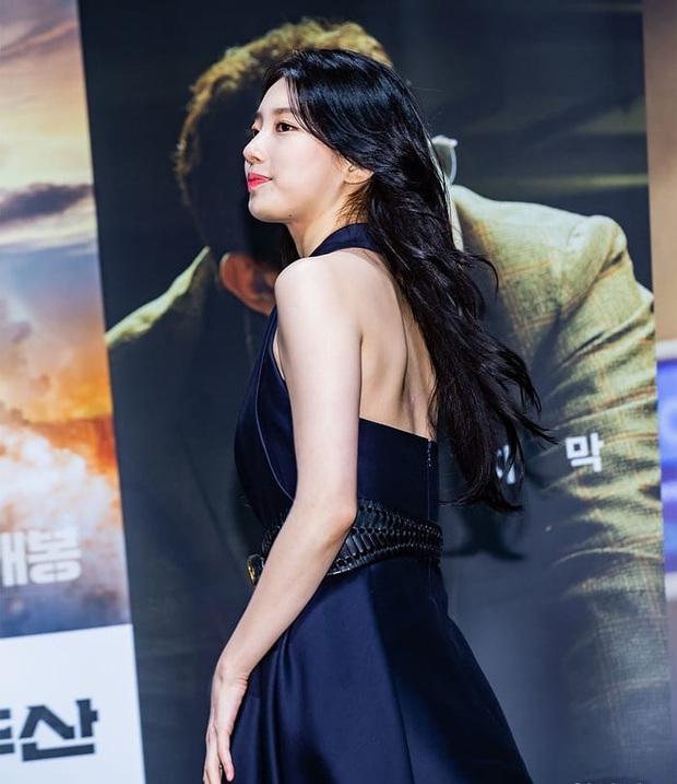 Sau lần hở bạo với váy 2 dây, Suzy trở về style kín đáo, khâu váy 140 triệu để che vòng một kín bưng - Ảnh 8.
