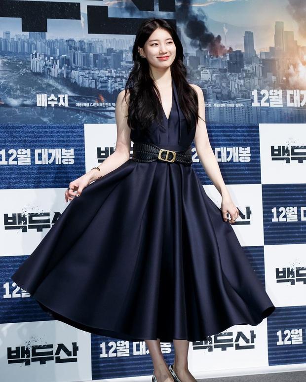 Sau lần hở bạo với váy 2 dây, Suzy trở về style kín đáo, khâu váy 140 triệu để che vòng một kín bưng - Ảnh 6.