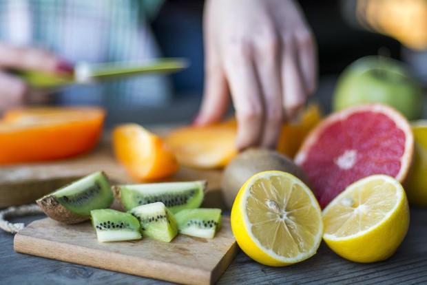 Chuyên gia nói gì về những loại vitamin bạn vẫn được khuyên nên uống thêm viên bổ sung? - Ảnh 1.