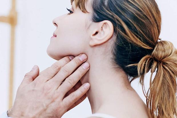 Chỉ với 3 ngón tay, bạn có thể tự kiểm tra xem mình đang có nguy cơ mắc bệnh ung thư hay không - Ảnh 3.