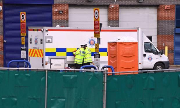 Cảnh sát Anh cho rằng các nạn nhân trong vụ 39 thi thể trên xe container là người Việt Nam - Ảnh 2.